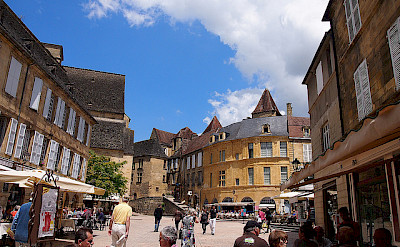 Shopping and sightseeing in Sarlat, France. Flickr:Mike Fleming
