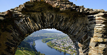 "Bernkastel-Kues, within the famous winegrowing region ""Mittelmosel"" of the Mosel River. Photo via Flickr:Johan Wieland"