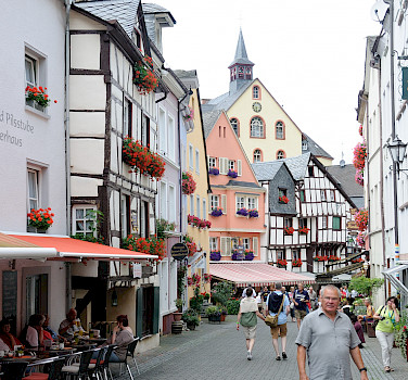 Shopping in Bernkastel-Kues along the Mosel River in Germany. Flickr:Franz-Josef Molitor