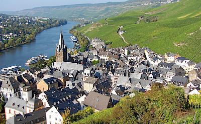 Bernkastel-Kues, vineyards, river, architecture - gorgeous! Flickr:Heribert Pohl