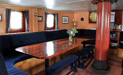 Lounge - Flying Dutchman - Bike & Boat Tours