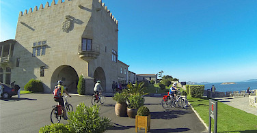 Bike rest along the coast. Photo via Fold and Visit