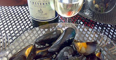 Some mussels with our local white Cheverny wine! Photo via Flickr:Petra de Boevere