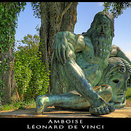 Statue of Leonardo de Vinci, who died in Amboise, France. Flickr:@lain G