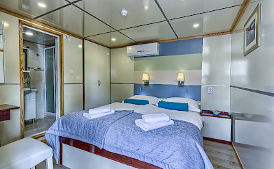 Double Bed Cabin - Melody - Bike & Boat Tours