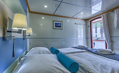 Double Cabin - Above Deck - Melody - Bike & Boat Tours