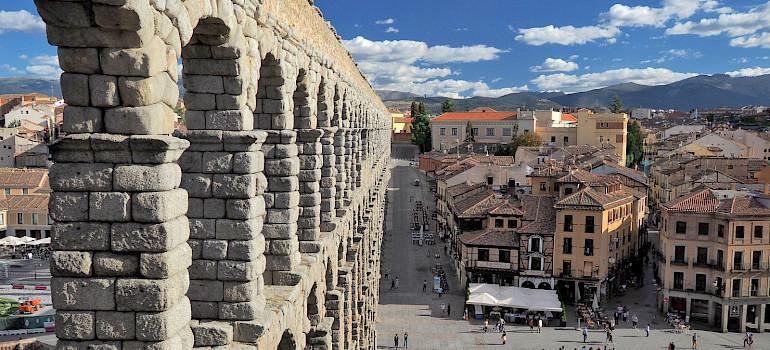 Segovia's famous aqueduct is in Castilla y León, España. Flickr:Dmitry Dzhus