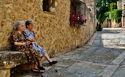 Catching up on a quiet street in Segovia, Spain. Flickr:Neticola