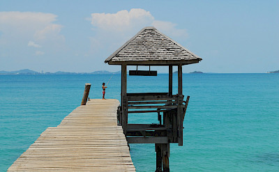 Fishing on Koh Samet, to which excursions are possible from Rayong, Thailand. Photo via Flickr:Thanate Tan