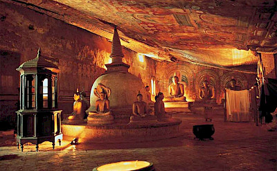 Buddhas in the cave temple of Dambulla, Sri Lanka. Flickr:Amila Tennakoon
