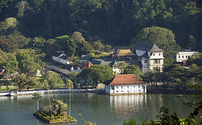 Temple of the Sacred Tooth Relic, part of the royal complex in Kandy, Sri Lanka. Flickr:Malcolm Browne