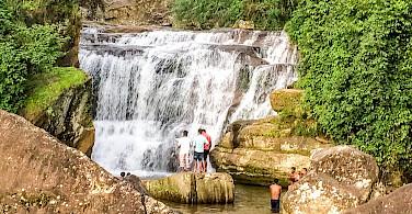 Waterfall in Kandy, Sri Lanka. Flickr:Catherine Poh Huaytan