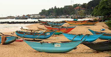 Boats and beach in Tangalle, Sri Lanka. Photo via Flickr:Bianca
