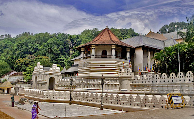 Temple of the Tooth, Kandy, Sri Lanka. Flickr:Hafiz Issadeen