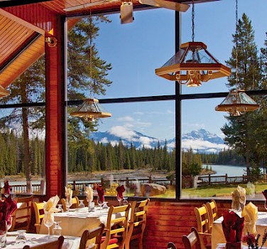 Scenic view of the Canadian Rockies while dining. Photo courtesy of Tour Operator.