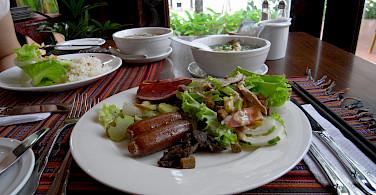 Dining in Cebu, the Philippines. Flickr:Banzai Hiroaki