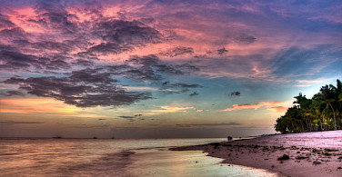 Gorgeous sunsets every night in the Philippines. Panglao Beach. Photo via Flickr:Greg
