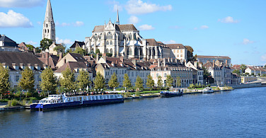 Biking along the Yonne River in Auxerre, France. Flickr:Richard Pearson