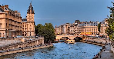 Pont Michel Bridge in Paris, France. Photo via Flickr:JoedeSousa