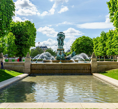 Fountain in Paris, France. Photo via Flickr:Dale Cruse