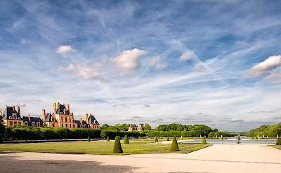 Blues skies over Chateau de Fontainebleau. Flickr:@lain G