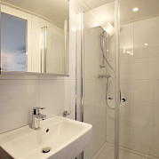 Bathroom | Magnifique II | Bike & Boat Tours