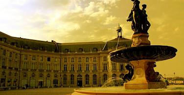 Place de la Bourse, Bordeaux, Aquitaine, France. Photo via Flickr:Tophee