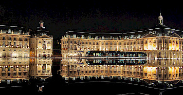 Place de la Bourse with Miroir d'eau and the tram, Bordeaux, France. Photo via Wikimedia Commons:Phillip Maiwald