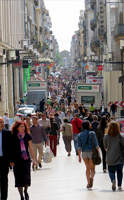 Shopping the busy streets of bustling Bordeaux. Photo via Flickr:Stewart Holmes