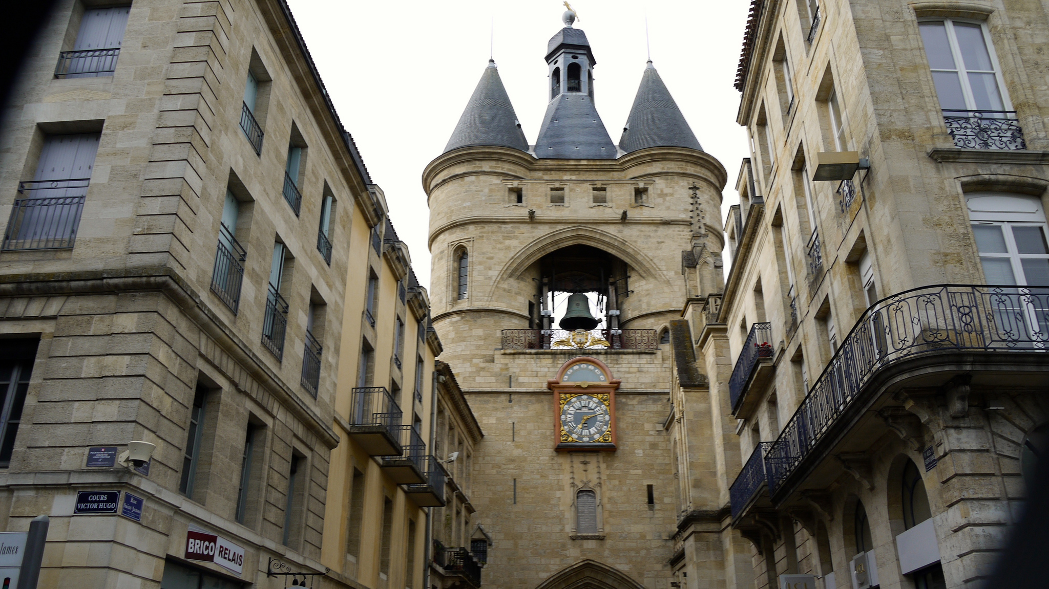 Bordeaux Chateaux Rivers And Wine Bike And Boat Tour