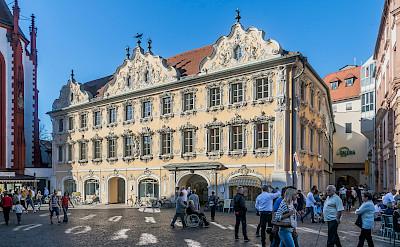 Falkenhaus in Marktplatz 9 in Würzburg, Germany. Creative Commons:Krzysztofgolik