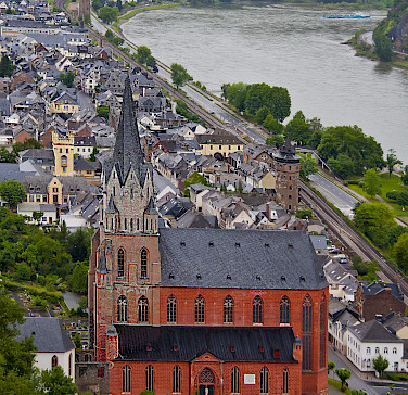 Church in Oberwesel on the Rhine River with view from Schonburg Castle. Photo via Flickr:Madison Berndt