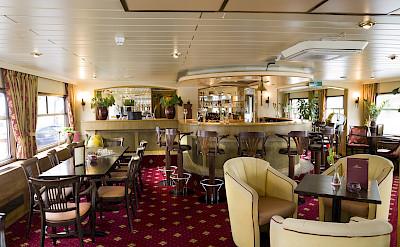 Lounge/Bar Area - Bordeaux | Bike & Boat Tours