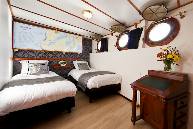 Comfortable twin cabin accommodation on the Magnifique.