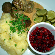 "Lingonberry jam with Swedish meatballs, yum! Photo via Wikimedia Commons:Steffen Wurzel <a href=""https://creativecommons.org/licenses/by-sa/3.0/"" target=""_blank"">CC BY-SA 3.0</a>"