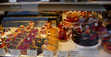 Boulangerie and Patisserie in Paris, France. Photo via Flickr:Yuichi Shiraishi