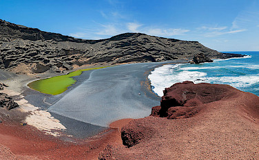 Seaside volcano crater at El Golfo, Lanzarote, Canary Islands. Photo via Wikimedia Commons:Stefan Krause