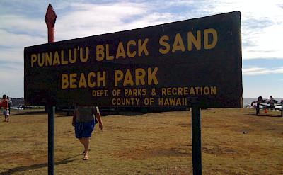 Punalu'u Black Sand Beach Park, Hawaii. Photo via Flickr: とおる。