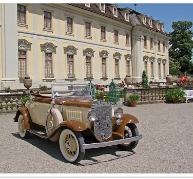 Car show at the Ludwigsburg Palace, Germany. Photo via Flickr:Jorbasa Fotografie