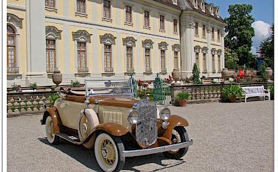 Car show at the Ludwigsburg Palace, Germany. Photo via Flickr:Jorbasa Fotografie