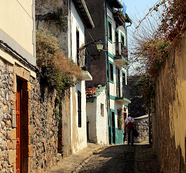 Cobbled streets in Castro Urdiales, Cantabria on the Bay of Biscay, Spain. Photo via Flickr:Manuel
