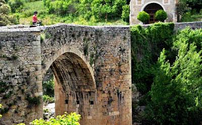 Biking across the stone bridge in La Rioja, Spain. Photo via TO