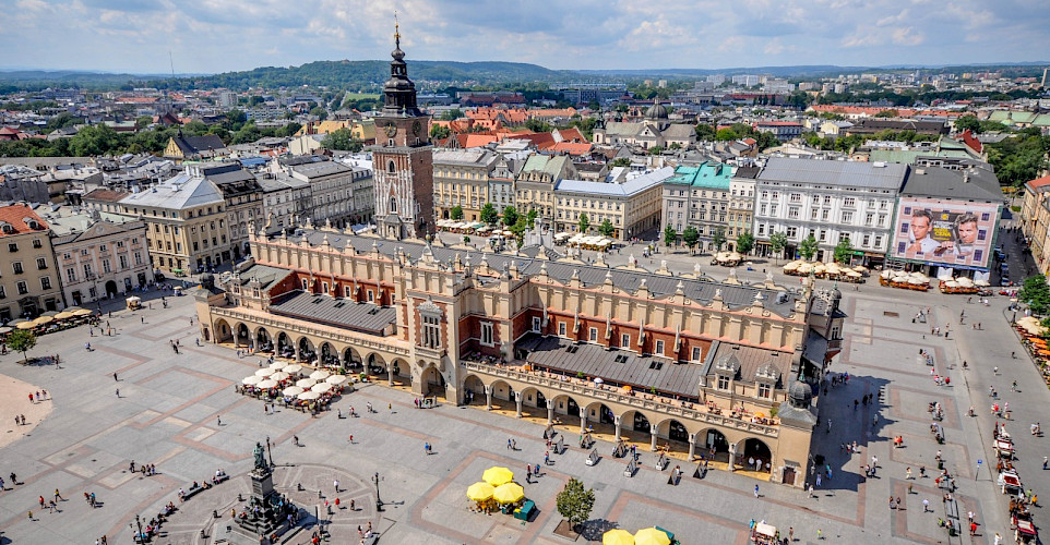 Renaissance Cloth Hall (Sukiennice) in Kraków, Poland. Flickr:Jorge Lascar