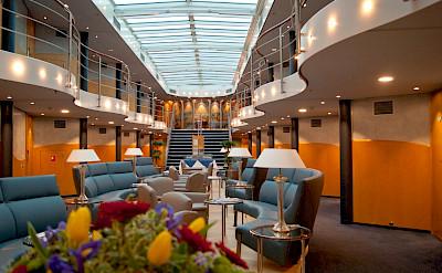 Atrium lounge - Primadonna - Bike & Boat Tours