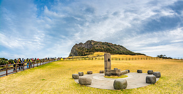 Visiting Seongsan Ilchulbong (Sunrise) Peak, Jeju Island, South Korea. Photo via Flickr:Chingazo