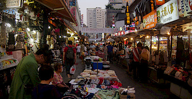 Market in Seoul, South Korea. Photo via Flickr:Andrian Perez