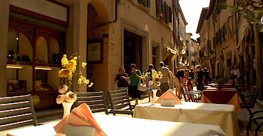 Shopping and dining in Cortona, Arezzo, Tuscany, Italy. Photo via Flickr:Stefano Costantini