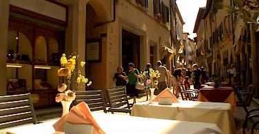 Shopping and dining in Cortona, Arezzo, Tuscany, Italy. Photo via Flickr:Stefano Costantini