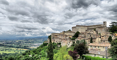 Hilltop villages overlooking the green Umbria countryside. Photo via Flickr:Becks