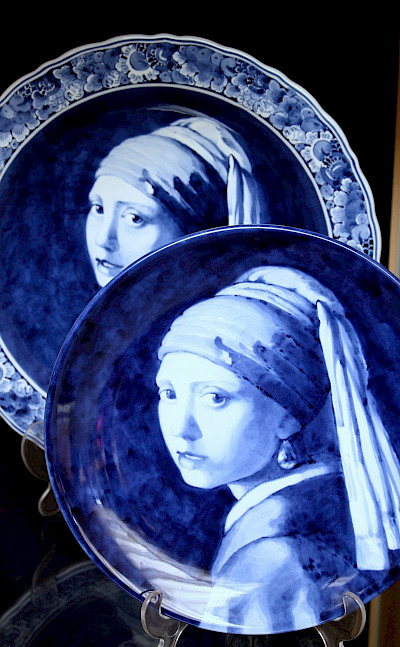 Vermeer girl in Delft Blue. Flickr:bert knottenbeld